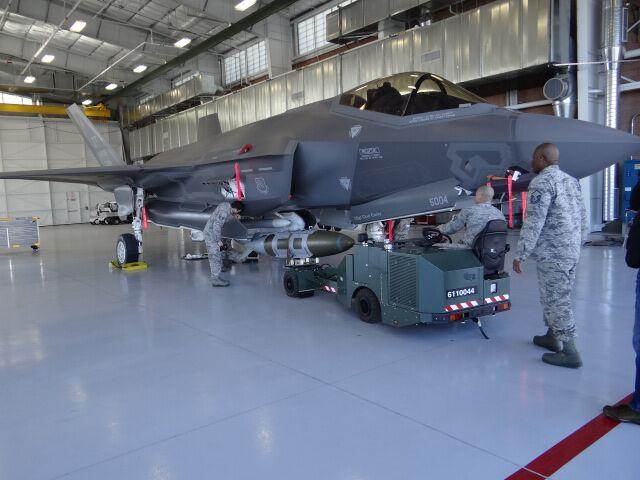 BL1Loading F-35  2